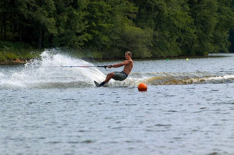 Kitsurf sur les lacs en Creuse