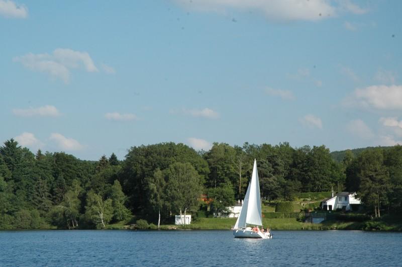 Vacances voile sur lac en Limousin